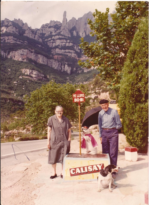 Joan Jorba amb la seva dona i un dels dos gossos